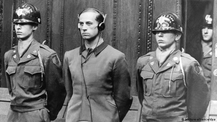 Osobisty lekarz Hitlera Karl Brandt podczas procesu w Norymberdze