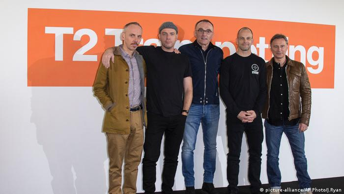The Trainspotting cast today (from left): Ewen Bremner, Ewan McGregor, Danny Boyle, Jonny Lee Miller, Robert Carlyle (picture-alliance/AP Photo/J.Ryan)