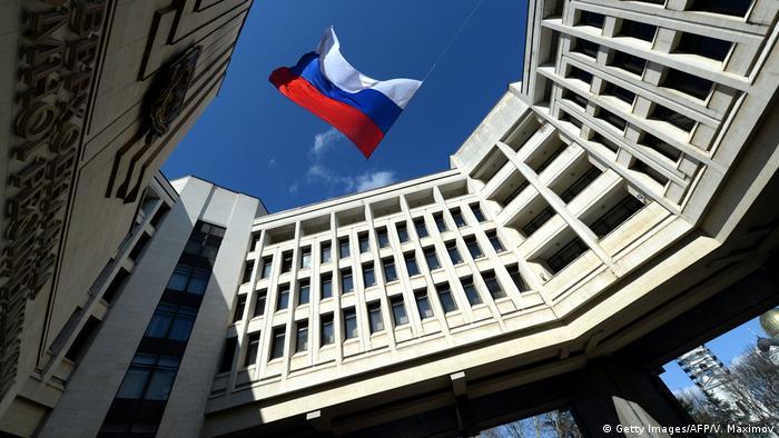 Російський прапор над будівлею ради Криму