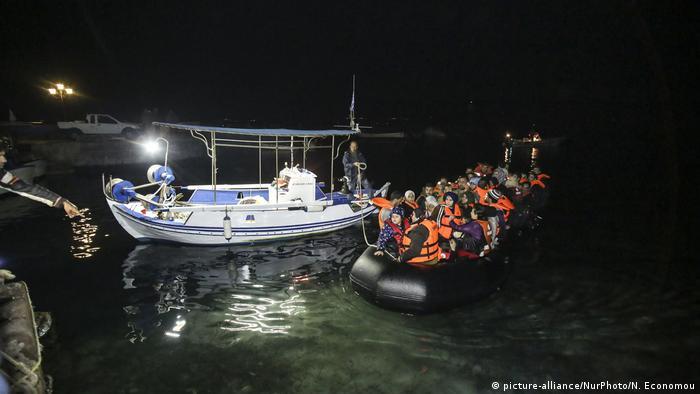Griechenland Fischer rettet Flüchtlinge auf der Insel Lesbos
