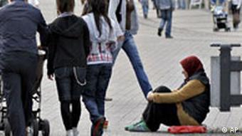 Deutschland OECD Armut Ungleichheit Bettlerin in Essen