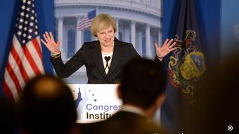 Die britische Premierministerin Theresa May spricht am 26.01.2017 in Philadelphia ( Picture-Alliance/dpa/S. Rousseau )