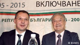 O Tζορτζ Σόρος, ιδρυτής της MKO «Οpen Society», με τον πρώην πρωθυπουργό της Βουλγαρίας Σεργκέι Στάνισεφ