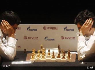 Anand, left, and Kramnik battle it out in Bonn