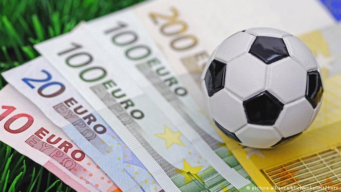 Symbolbild Fußball, Sport & Geld