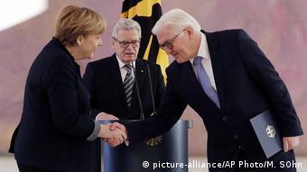Deutschland Kabinettsumbildung Gauck mit Merkel und Steinmeier