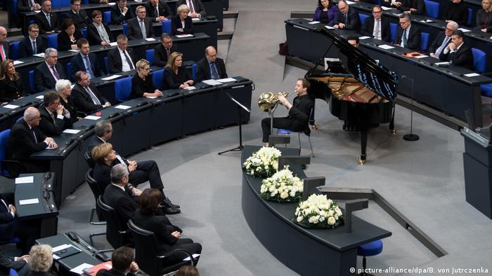 Deutschland Gedenkstunde im Bundestag (picture-alliance/dpa/B. von Jutrczenka)