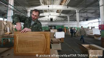Сборка мебели на фабрике в Беларуси