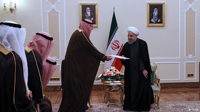 Iran Kuwaits Außenminister übergibt einen Berief an iranischen Präsident