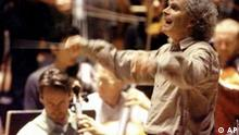 Sir Simon Rattle conducts the Berlin Philharmonic Orchestra during a rehearsal in Berlin on Sept. 24, 1999. (AP Photo/Jan Bauer)