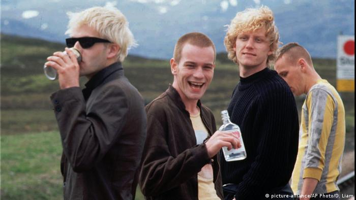 Trainspotting Filmszene 1996 (picture-alliance/AP Photo/D. Liam)