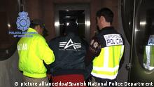 epa05067267 A handout photo released by Spanish National Police Dept./Spanish Home Ministry on 13 December 2015 of Colombian Hector Albeidis Arboleda Buitrago (C) as he is detained in Madrid, Spain, as part of a police operation in collaboration with Interpol. Arbolead Buitrago is being investigated by Colombian authorities for allegedly carrying out some 100 forced abortions among Colombian rebel group FARC's female fighters. According to investigation sources, the defendant was known as 'el enfermero' (the male nurse) among FARC members. EPA/SPANISH NATIONAL POLICE DEPT. / HANDOUT HANDOUT EDITORIAL USE ONLY/NO SALES |