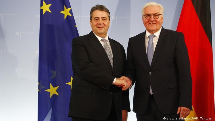 Sigmar Gabriel löst Frank-Walter Steinmeier als Außenminister ab (picture alliance/AA/M. Tantussi )