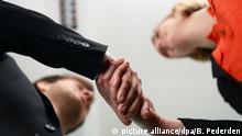Büroalltag - neue Mitarbeiter (picture alliance/dpa/B. Pederden)