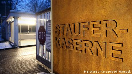 Deutschland | Staufer-Kaserne in Pfullendorf (picture-alliance/dpa/T. Warnack)