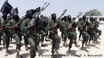 Somalia Al-Shabaab Kämpfer (picture alliance/AP Photo/F. A. Warsameh)