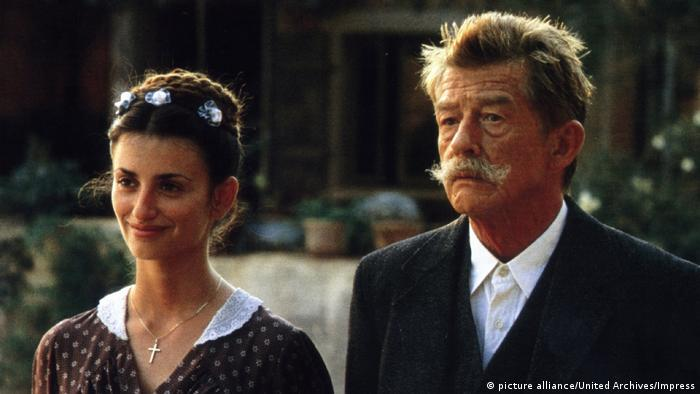 Penelope Cruz and John Hurt (picture alliance/United Archives/Impress)