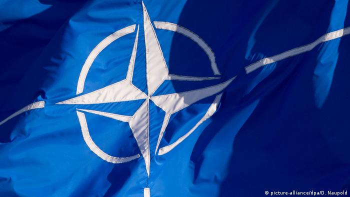 Nato Flagge (picture-alliance/dpa/D. Naupold)