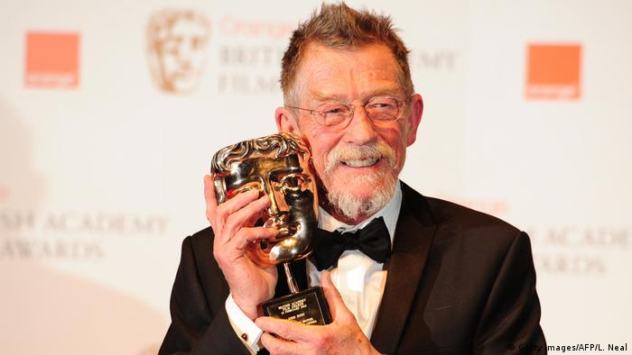 John Hurt mit dem BAFTA Award (Getty Images/AFP/L. Neal)