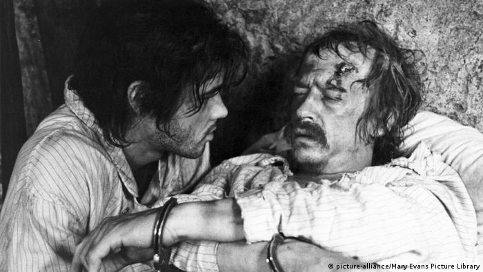 John Hurt (rechts) im Film Midnight Express (picture-alliance/Mary Evans Picture Library)