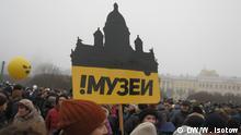 Demonstration gegen die Übergabe der Isaakskathedrale vom Staat an die Kirche.