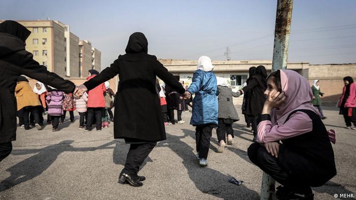 Iran Afghanen in der Schule (MEHR)