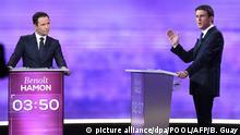ARCHIV - Die beiden sozialistischen Kandidaten für den Élyséepalast Benoit Hamon (L) und Manuel Valls am 25.01.2017 während der TV-Debatte in La Plaine-Saint-Denis bei Paris. Die beiden treten in der zweiten Runde der Vorwahlen der französischen Linken am 29.01.2017 gegeneinander an. Foto: Bertrand Guay/POOL/AFP/dpa +++(c) dpa - Bildfunk+++  
