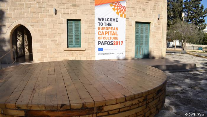 Table of reconciliation in Paphos (DW/B. Wesel)