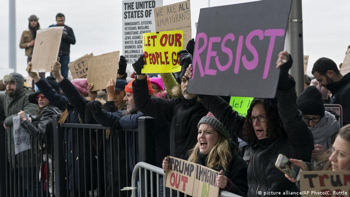 Протестующие против миграционного указа Дональда Трампа