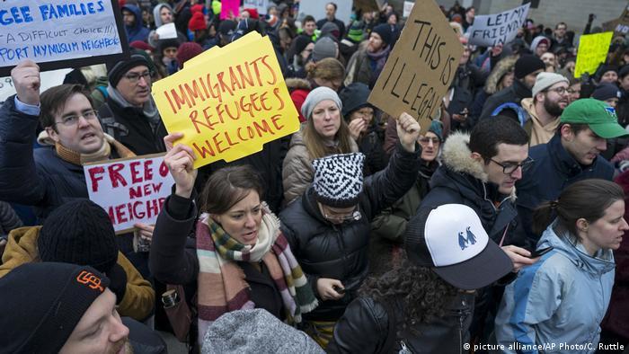 USA Tausende demonstrieren an US-Flughäfen gegen Trumps Einreisebann