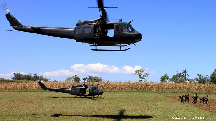 Philippinen Helikopter bei Butig Stadt (Getty Images/AFP/Stringer)