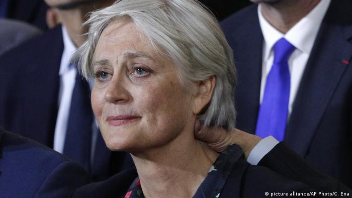 Penelope Fillon beim Wahlkampfauftitt des Präsidentschaftskandidaten der Konservativen Francois Fillon (picture alliance/AP Photo/C. Ena)