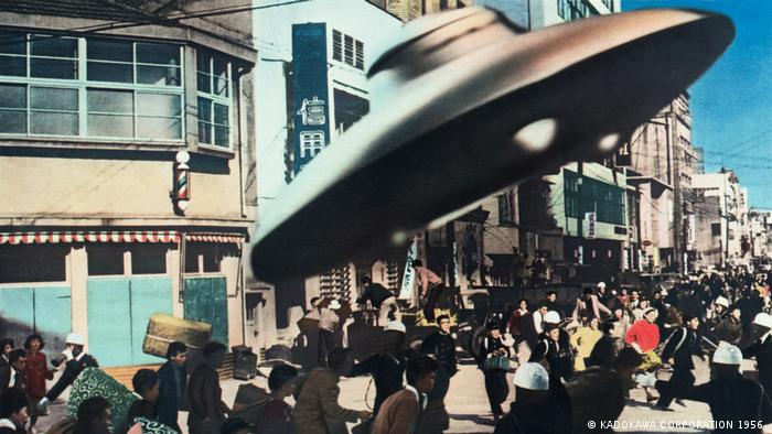 Film still Warning from Space (KADOKAWA CORPORATION 1956 )