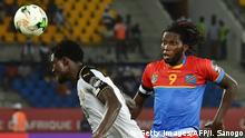 29.01.2017 +++ Ghana's defender Daniel Amartey (L) challenges Democratic Republic of the Congo's forward Dieumerci Mbokani during the 2017 Africa Cup of Nations quarter-final football match between DR Congo and Ghana in Oyem on January 29, 2017. / AFP / ISSOUF SANOGO (Photo credit should read ISSOUF SANOGO/AFP/Getty Images)