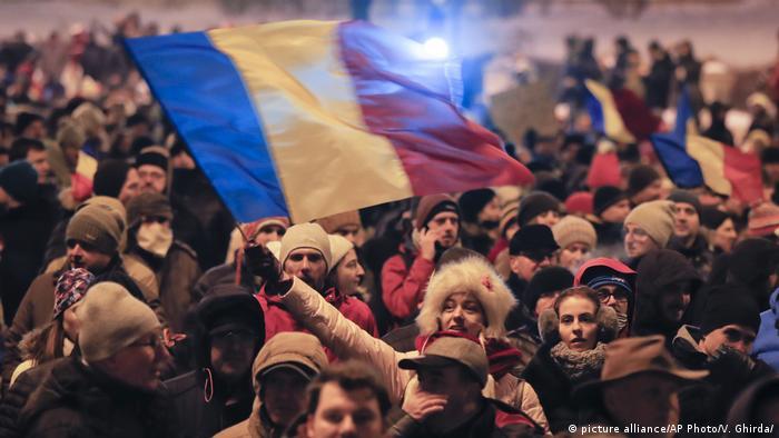 Rumänien Protest gegen Lockerung der Antikorruptionsgesetze