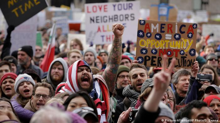 US-Einreiseverbot gegen Muslime: Widerstand in den USA (Picture-Alliance/AP Photo/S. Senne)