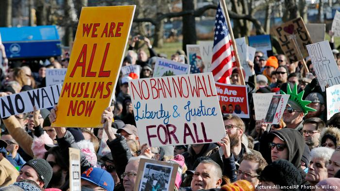 US-Einreiseverbot gegen Muslime: Widerstand in den USA (Picture-Alliance/AP Photo/K. Willens)
