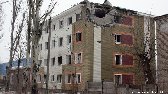 Будинок в Авдіївці, пошкоджений унаслідок обстрілів (фото з архіву)