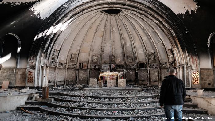 Sebuah gereja yang dibakar gerilayawan Islamic State di Bakhdida, kota berpenduduk mayoritas Kristen di Irak.
