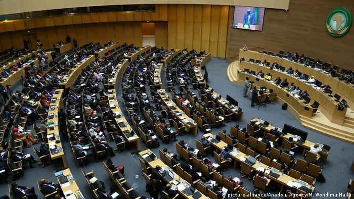 Äthiopien Treffen Afrikanische Union - Tschad Außenminister Moussa Faki (picture-alliance/Anadolu Agency/M. Wondimu Hailu)