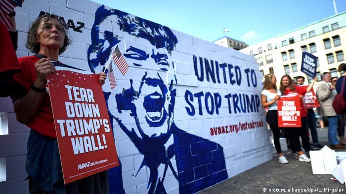 Deutschland Demonstration gegen die Wahl von Donald Trump (picture alliance/dpa/L. Mirgeler)