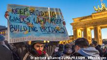 Deutschland Germany: Hundreds protest against Donald Trump in Berlin (picture alliance/ZUMAPRESS/W. Effenberger)