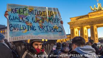 Deutschland Germany: Hundreds protest against Donald Trump in Berlin