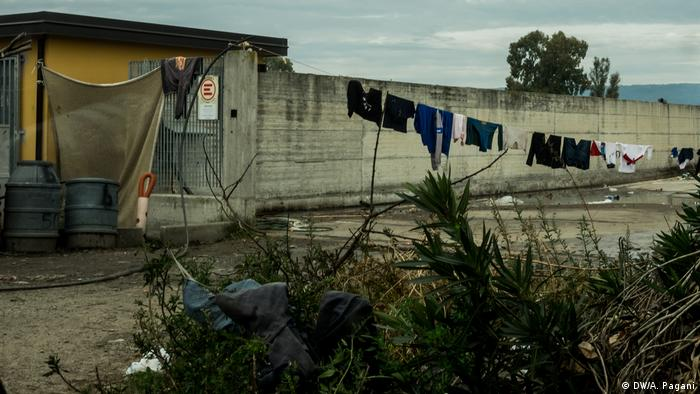 A clothesline hangs from a fence in the shantytown