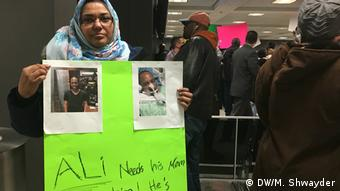 USA Washington - Proteste gegen Trumps Einreisestop am Dulles Airport (DW/M. Shwayder)