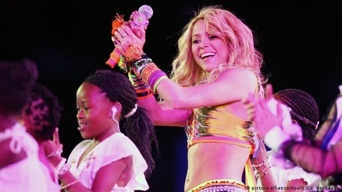 Shakira at the 2010 World Cup in South Africa (picture-alliance/dpa/G.C.v. der Laage)