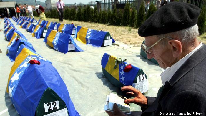Bosnien Beerdigung getöteter Muslime (picture-alliance/dpa/F. Demir)