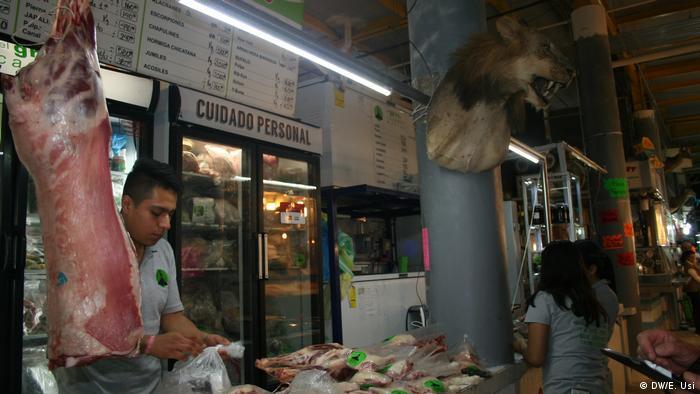 Así se llama el puesto de carne en el mercado de San Juan, que da la impresión de vender incluso especies exóticas en peligro de extinción.