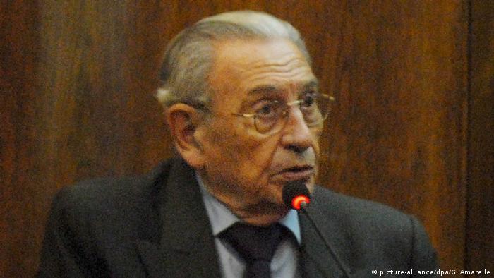 Un ex militar argentino condenado a prisión perpetua por la desaparición de una ciudadana francesa durante la última dictadura (1976-1983) fue capturado hoy tras más de tres años prófugo. (31.01.2017)
