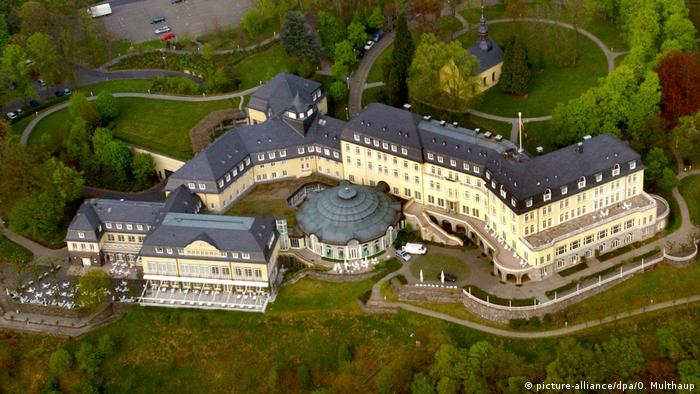 Hotel Petersberg seen from above (picture-alliance/dpa/O. Multhaup)